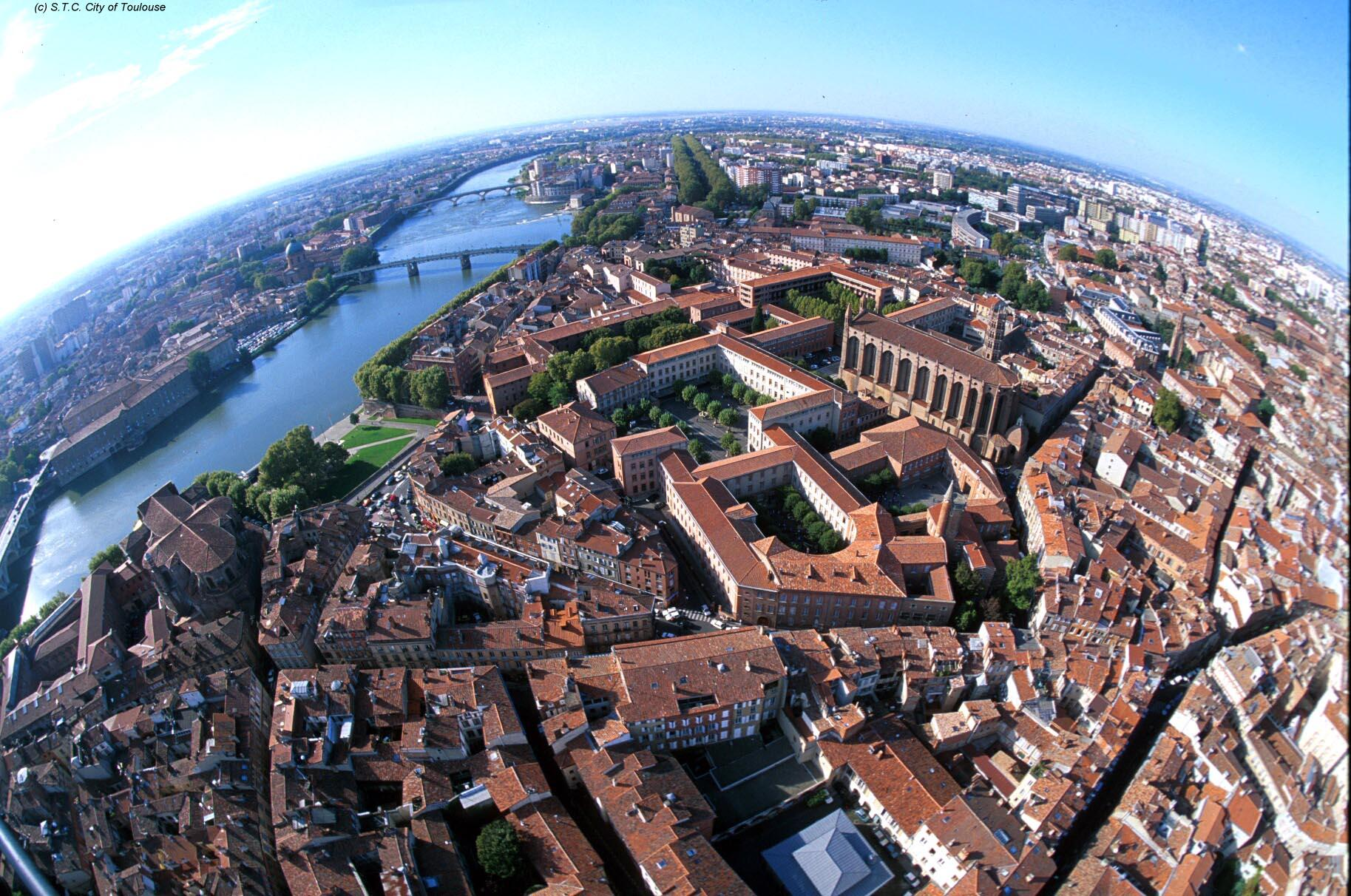 Air view of the city of TOULOUSE - Click on to magnify it (410Ko)